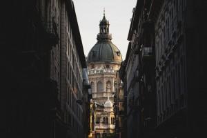 tandbehandling med rejse til budapest